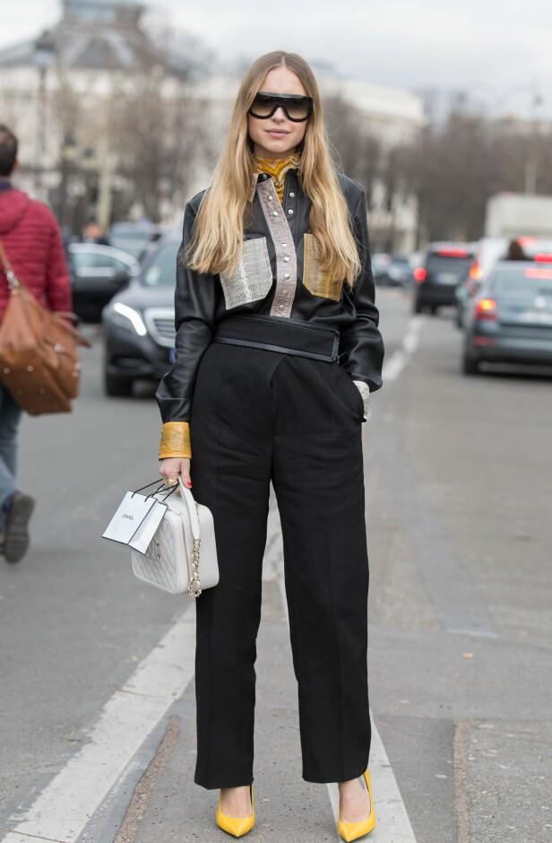 <strong>BYTT UT SKJORTA:</strong> Denne varianten Pernille Teisbæk har på seg er så kul og passer virkelig godt med dressbuksen. Legg også merke til tørklet hun har i halsen. Kanskje noe du kan teste ut? Foto: Scanpix