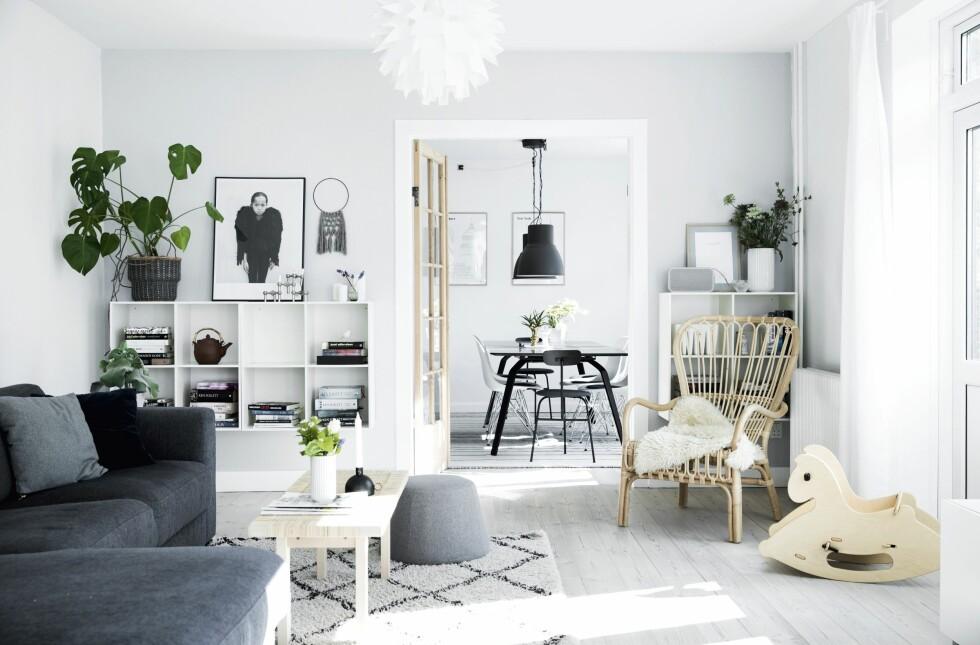 Grått, hvitt, grafiske kontraster, grønne planter og lyst tre - slik skaper man det skandinaviske uttrykket som Malene elsker.