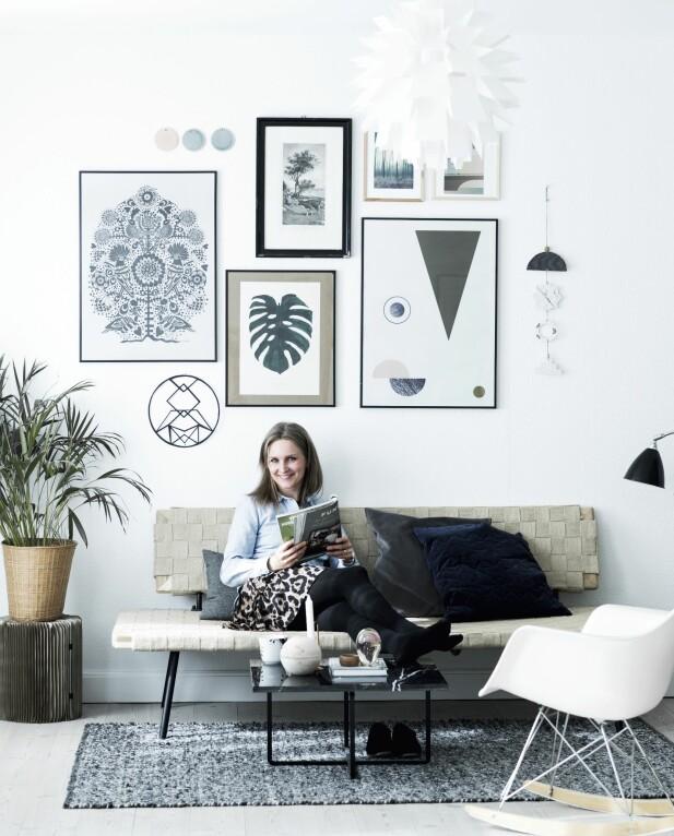 YNDLINGSHJØRNET: Dette er yndlingshjørnet, som Malene har stullet og stelt med, og som hun gleder seg til å stelle videre med ved å skifte ut bilder og puter. FOTO: Tia Borgsmidt