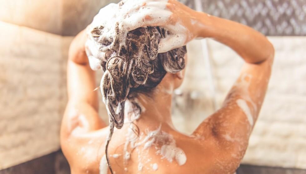 RIKTIGE PRODUKTER: Velg sjampo for hodebunnen og en balsam for hårlengden. FOTO: NTB Scanpix