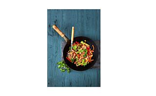 Woket kalkun med paprika, brokkoli og nudler