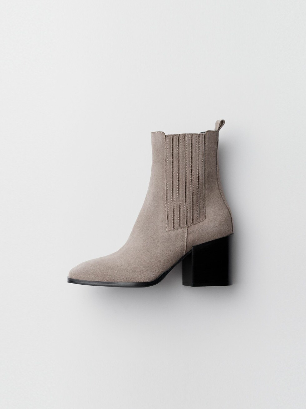Aeyde |2600,-| https://www.aeyde.com/products/liam-taupe-suede
