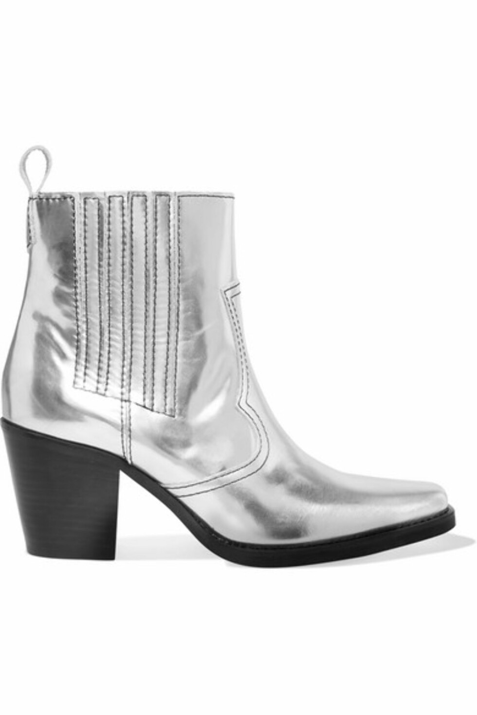 Ganni via Net-a-porter |4000,-| https://www.net-a-porter.com/no/en/product/985849/ganni/callie-metallic-leather-ankle-boots