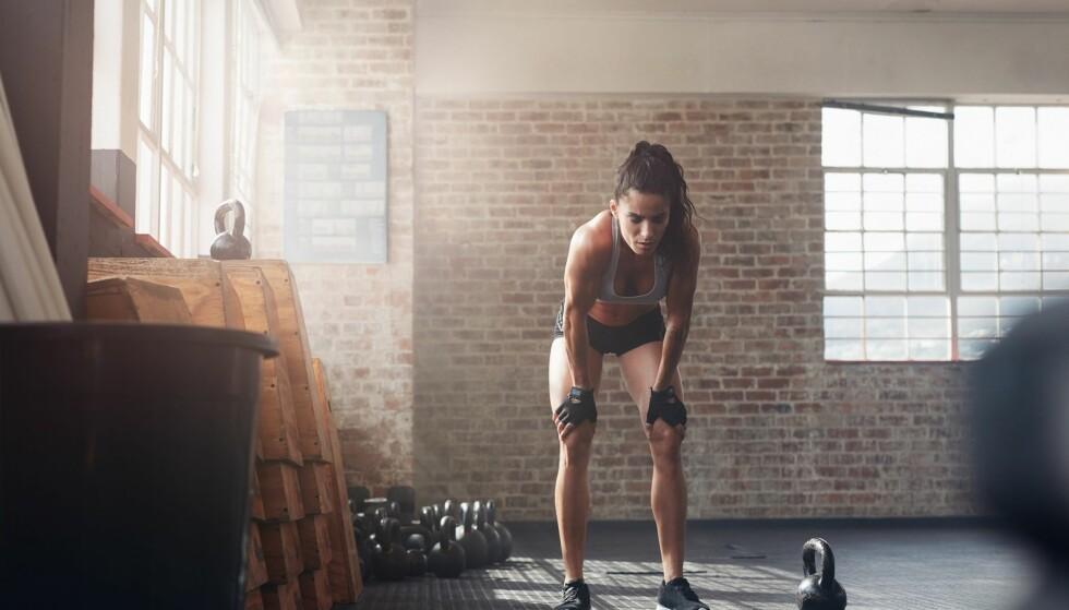 FORSIKTIG: Er du støl bør du være forsiktig med styrketrening. Trener du en støl muskel kan det ødelegge for restitusjonen. FOTO: NTB Scanpix