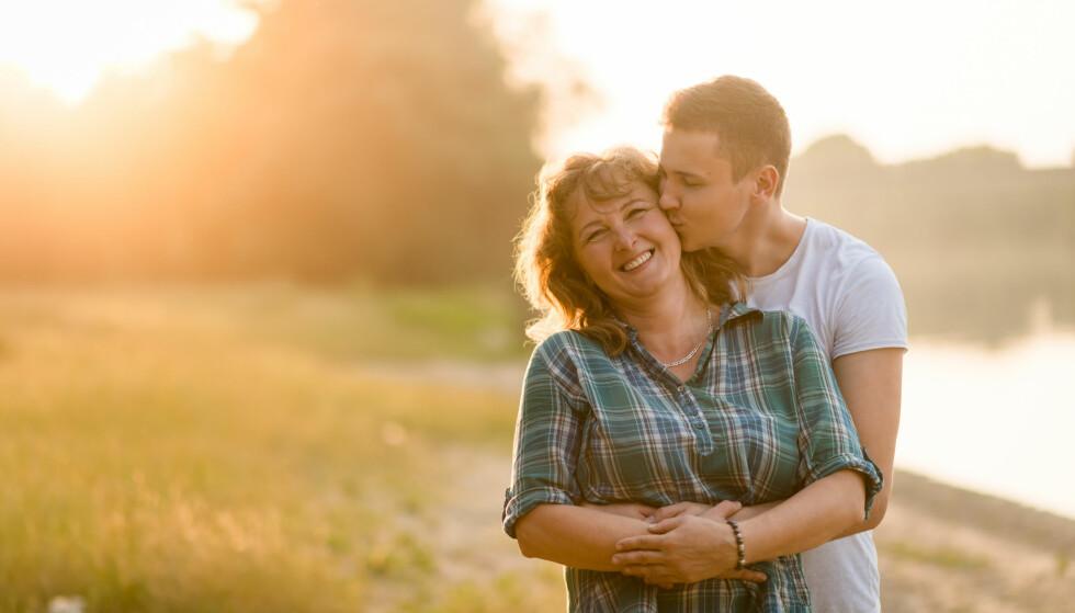 YNGRE KJÆRESTE: - Vi ser en økning i antall parforhold hvor kvinnen er betydelig eldre enn mannen, sier rode Thuen, som er professor i psykologi, forsker og forfatter. FOTO: NTB Scanpix