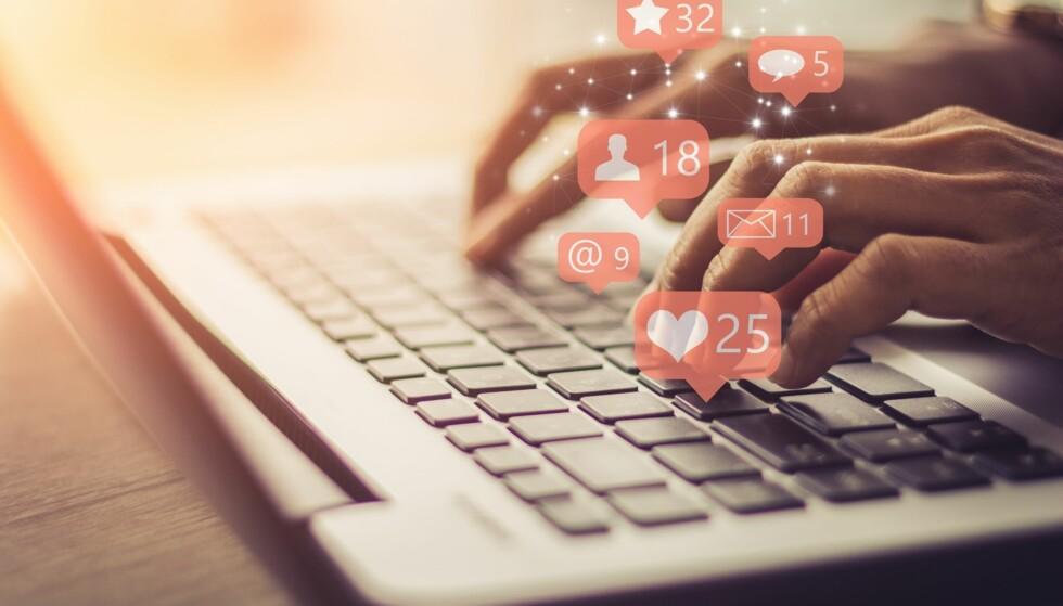 KJØREREGLER I SOSIALE MEDIER FOR VOKSNE: Det snakkes mye om nettvett blant barn, men hvordan er ståa egentlig blant oss voksne? FOTO: NTB Scanpix