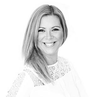 TROR DE FLESTE TENKER SEG OM: Men digital sosiolog Heidi Sperre mener vi fortsatt har litt å lære når det gjelder kildekritikk. Foto: Privat