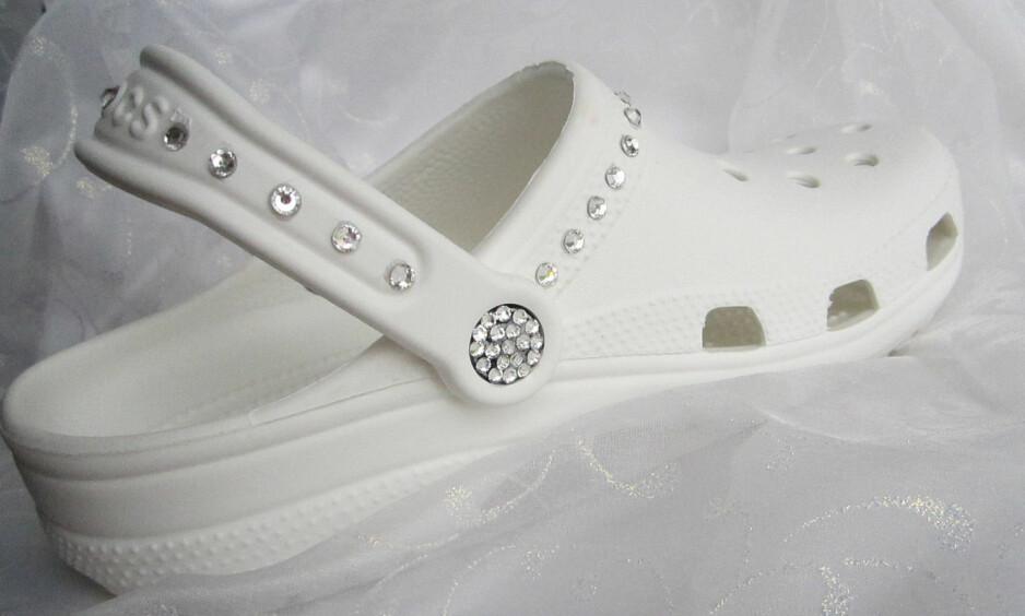<strong>CROCS TIL BRYLLUP:</strong> Denne skoen har fått mye oppmerksomhet den siste tiden. Foto: Etsy / AngelaReeseStudio