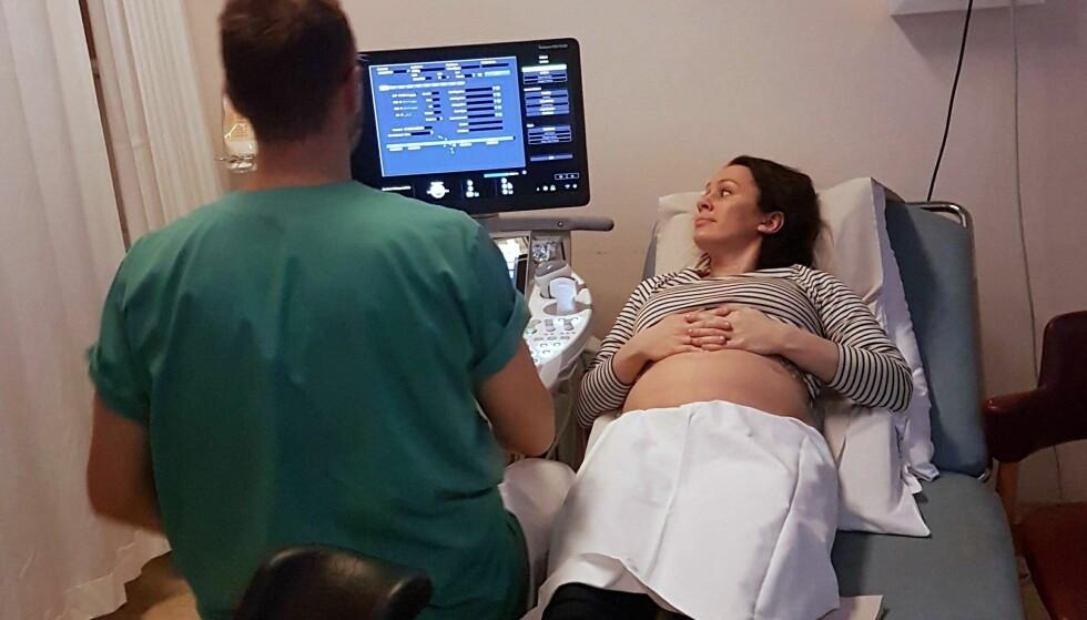 SPONTANABORT: Etter at hun avsluttet behandlingen i England, har Mona fått grundig oppfølging ved Haukeland sykehus. FOTO: Privat