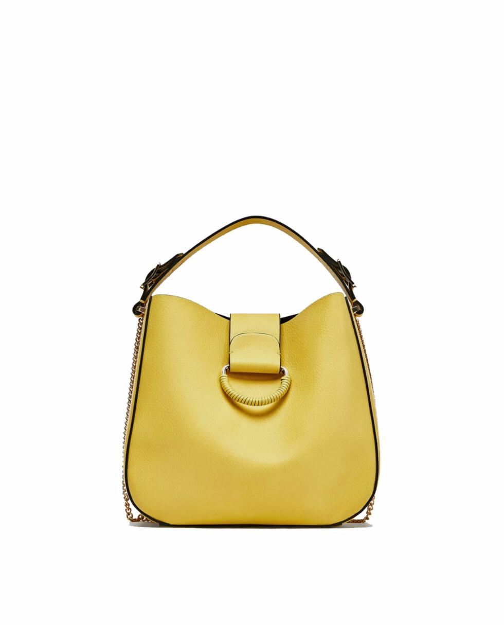 Veske fra Zara  229,-  https://www.zara.com/no/no/middels-stor-poseveske-med-ring-p13107304.html?v1=5522501&v2=819022