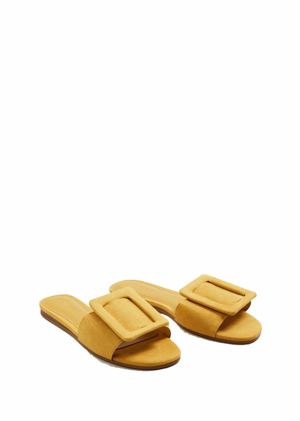 Sandaler fra Mango  269,-  https://shop.mango.com/no/damer/sko-flate-sandaler/flat-sandal-med-spenne_23017024.html?c=15&n=1&s=search
