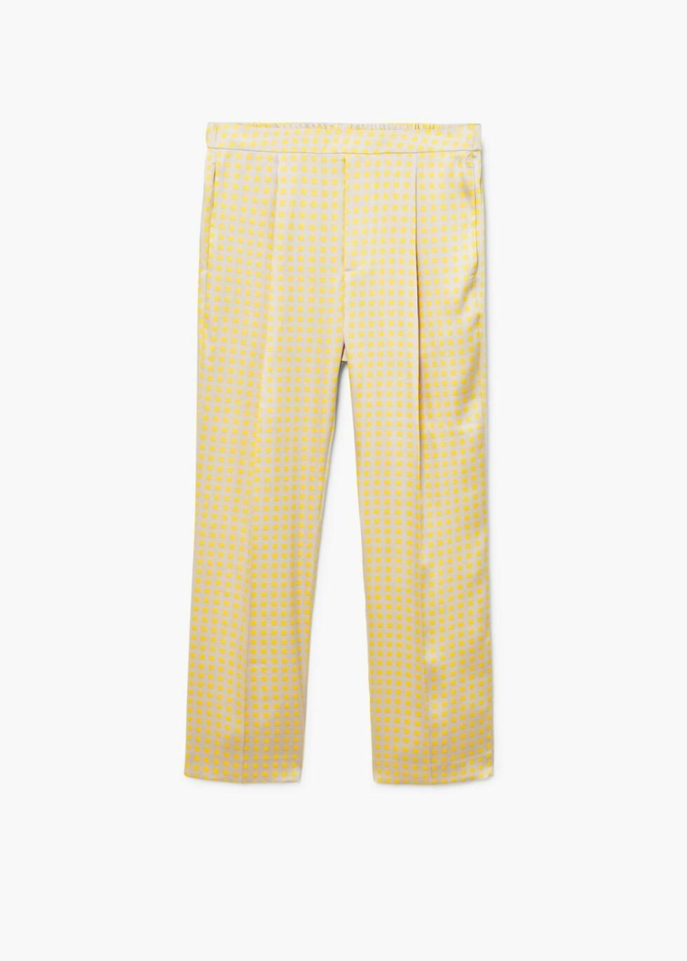 Bukse fra Mango  499,-  https://shop.mango.com/no/damer/bukser-straight/bukse-i-pyjamas-stil-med-m%C3%B8nster_21085717.html?c=12