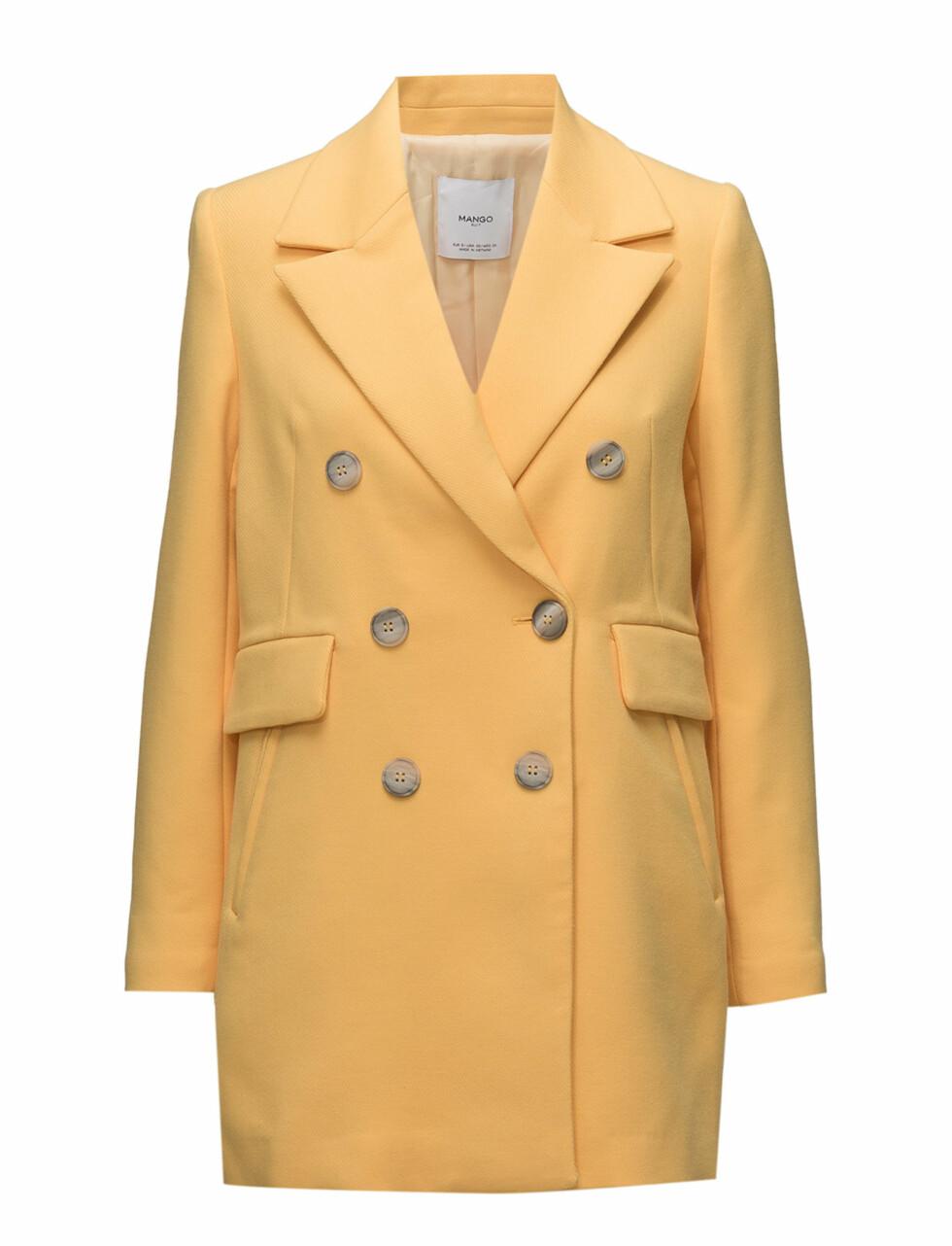 Jakke fra Mango  700,-  https://www.boozt.com/se/sv/mango/contrast-buttons-coat_17421350/17421351?navId=67378&group=listing&position=1000000