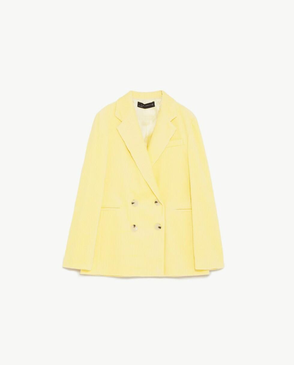 Blazer fra Zara  899,-  https://www.zara.com/no/no/dobbeltspent-blazer-i-kordfl%C3%B8yel-p02029723.html?v1=5749034&v2=815545