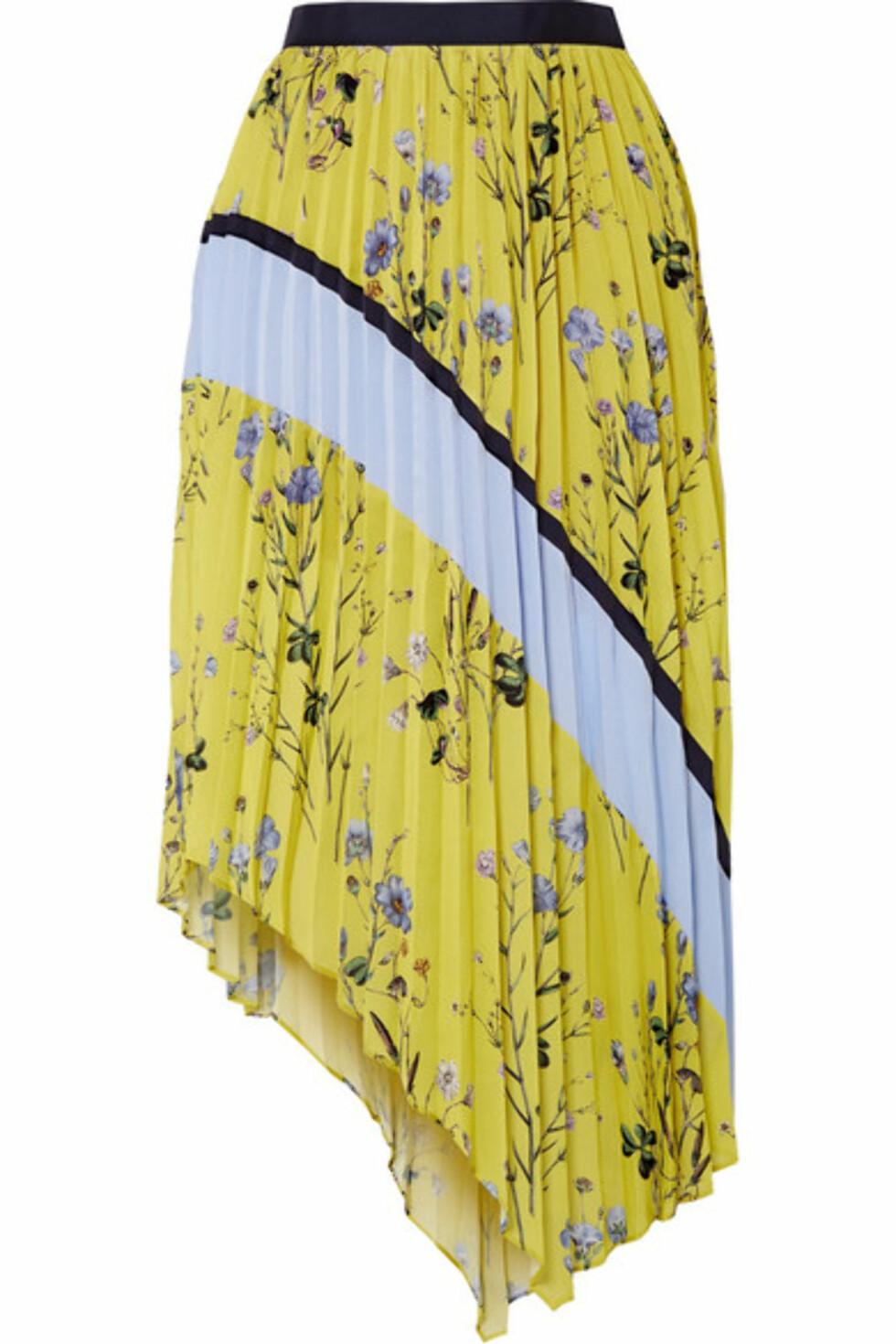 Skjørt fra Self-Portrait  2600,-  https://www.net-a-porter.com/gb/en/product/1038516/self_portrait/asymmetric-pleated-printed-crepe-de-chine-midi-skirt