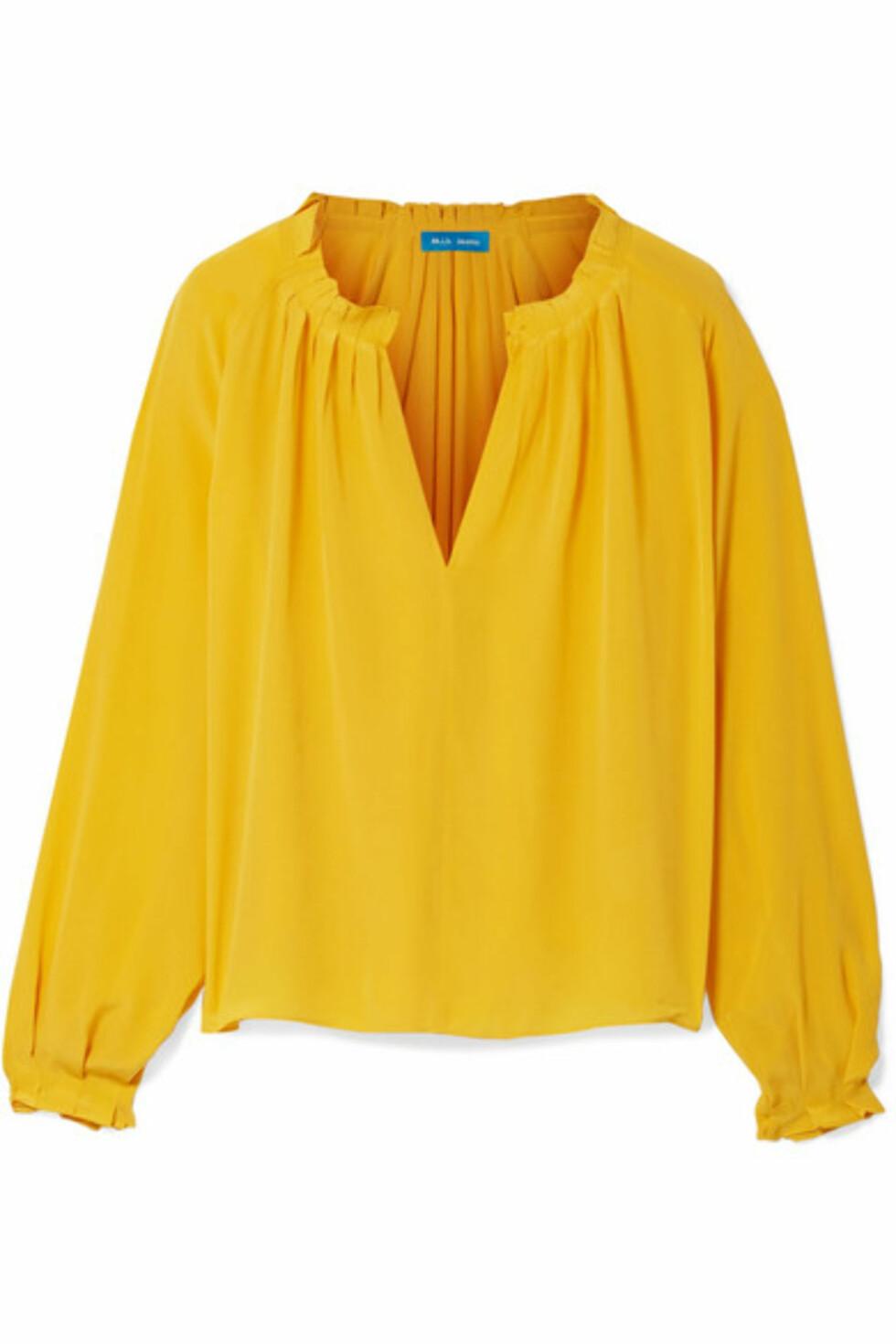 Topp fra M.I.H Jeans  2900,-  https://www.net-a-porter.com/gb/en/product/1024422/m_i_h_jeans/sidi-shirred-silk-blouse