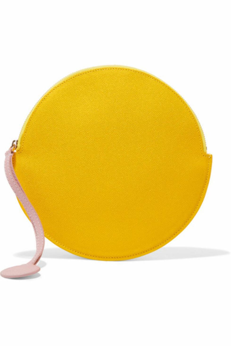 Veske fra Roksanda  3200,-  https://www.net-a-porter.com/gb/en/product/1041593/roksanda/textured-leather-pouch