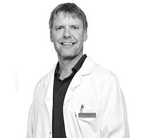 KJENT TEORI: Klinikksjef Jon Hausken har selv hjulpet kvinner med å redusere antall dreperceller, men sier det er en behandlingsmetode han ikke kan gå god for. Foto: Klinikk Hausken