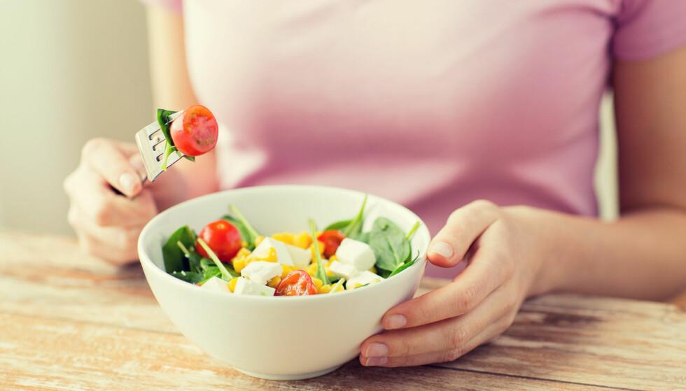 LIVSSTIL ER VIKTIG: Selv om genene våre spiller inn er livvsstilen våre viktig for hvorvidt vi utvikler overvekt. Balansen mellom kalorier inn og kalorier ut er det som gjør om vi legger på oss eller holder vekten. FOTO: NTB Scanpix