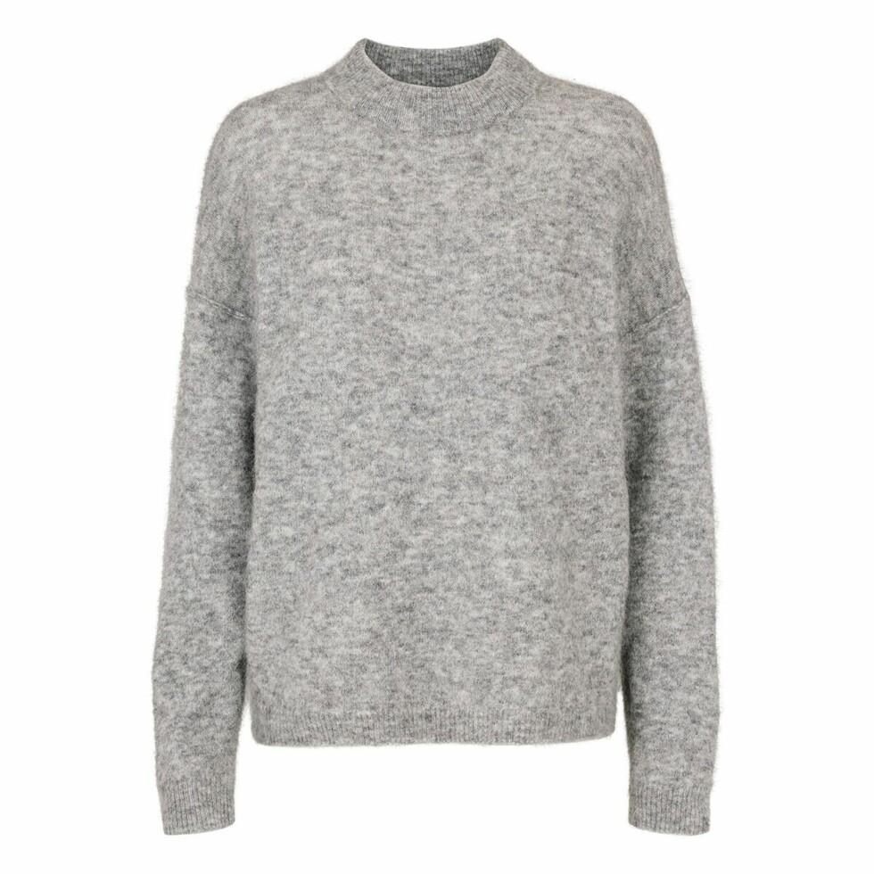 Genser fra Just Female |1599,-| https://justfemale.no/brook-knit-loose-o-neck-grey-melange.html