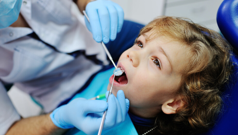MÅ HJELPE MED TANNPUSS: - Det som skjer forholdsvis ofte, er omsorgssvikt der barna ikke får hjelp til å pusse tennene. Man må hjelpe barna, fordi god tannhelse er viktig for den generelle helsen. FOTO: NTB Scanpix