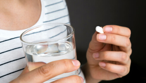TRYGT: De fleste legemidler er like trygge for gravide som for andre, mens Ibux er et reseptfritt legemiddel det er anbefalt å droppe. FOTO: NTB Scanpix