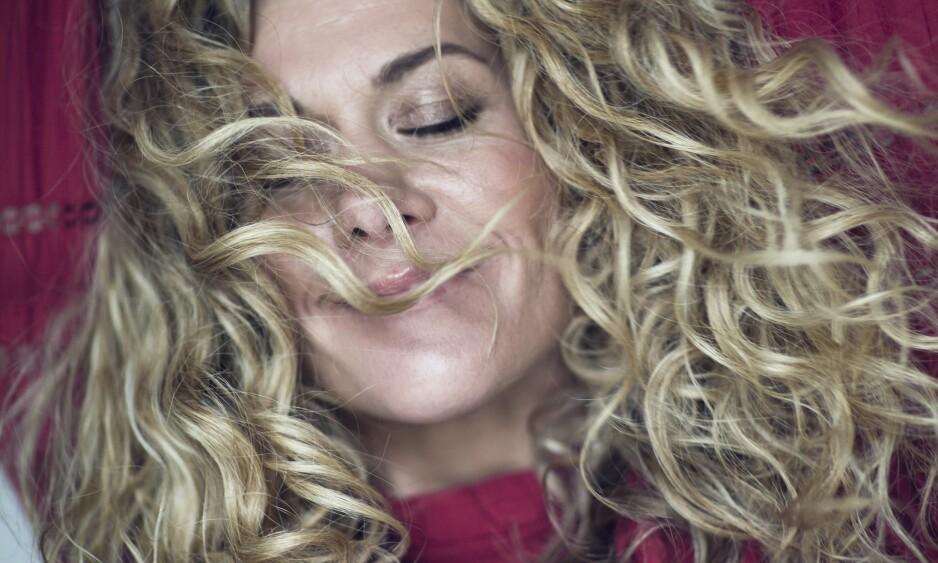 CECILIE SKOG: – Et av spørsmålene jeg får oftest fra journalister, er: «Hva gjør du med håret ditt på tur?» sier Cecile Skog, som røper at manken begynner å klø og se ut som torv etter en stund, men at hun har funnet hjelp i en tørrsjampo. FOTO: Astrid Waller