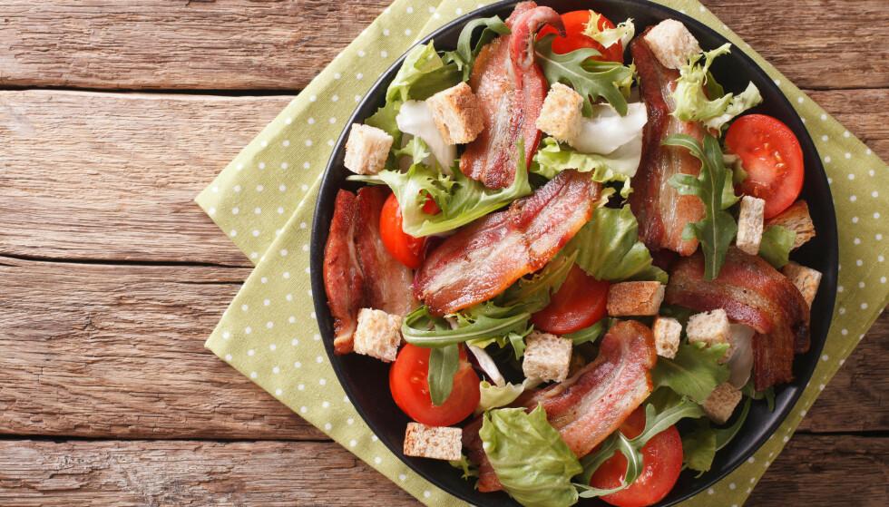 MIKROBACON: Steker du bacon i mikroen slipper du alt fettet og stekeosen. Husk at det ikke er all embalasje eller beholdere som egner seg i mikrobølgeovnen. FOTO: NTB Scanpix