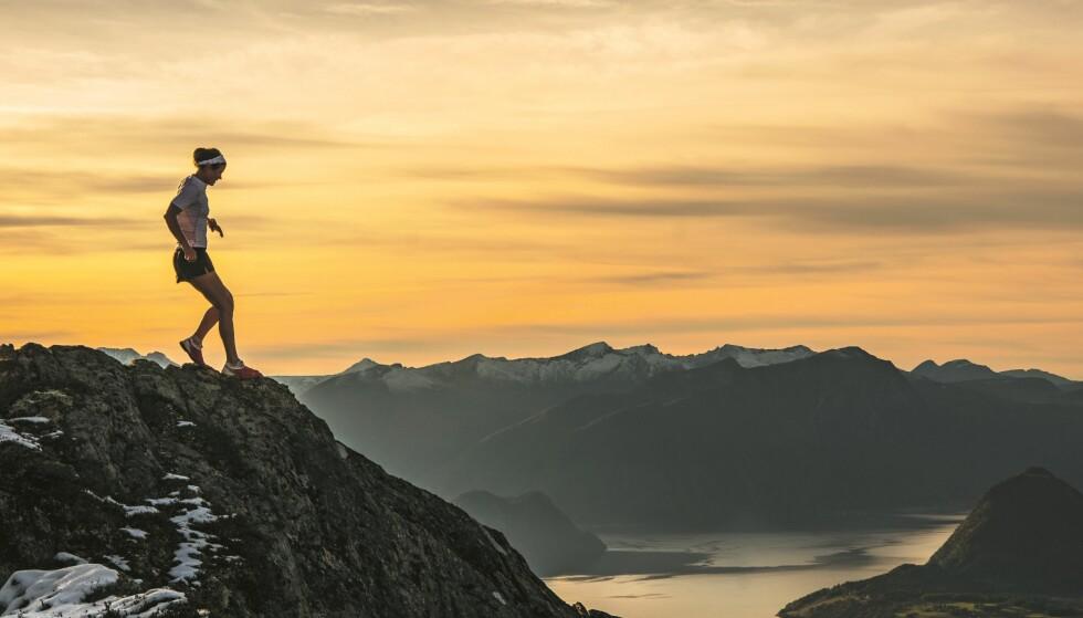 EKTE: Siden Emelie trener sammen med Kilian i Romsdalen hver eneste dag er alle løpebildene helt ekte. Hun har aldri måttet stoppe og posere for å få det «perfekte» bildet. FOTO: Kilian Jornet