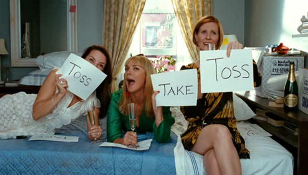 RYDDE KLESSKAPET? Noen gode venninner kan hjelpe deg i elimineringsprosessen! FOTO: Skjermdump fra YouTube