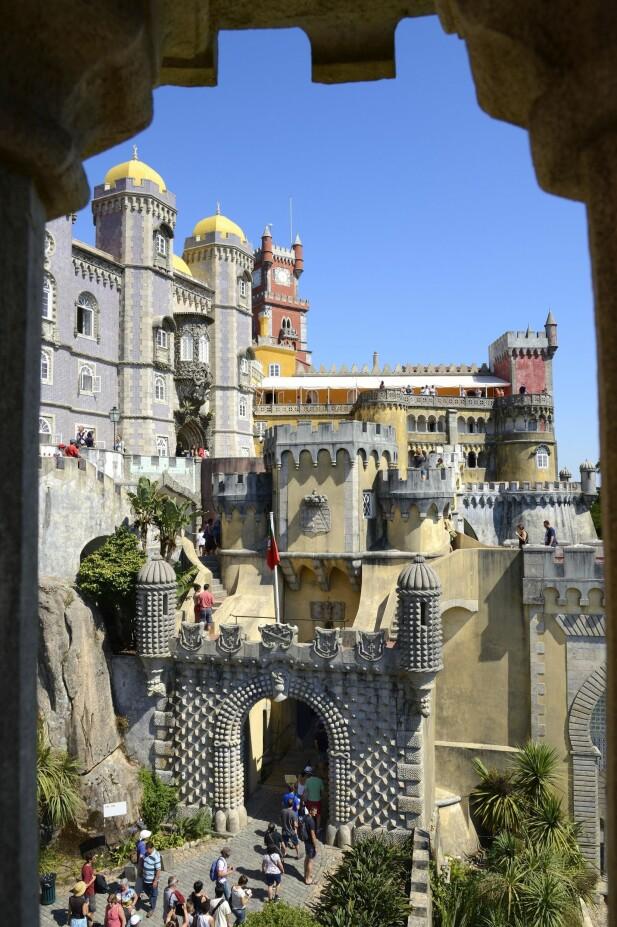 SINTRA: Dette palasset, omgitt av vakre hager, finner du i Sinatra, en halvtimes kjøretur utenfor Lisboa. FOTO: NTB Scanpix