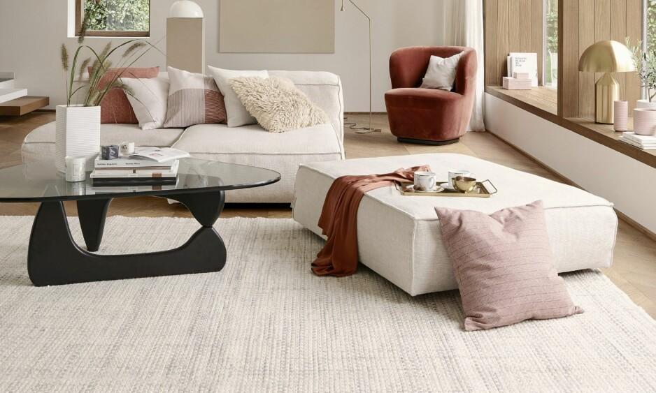 INTERIØR: Gå for matte, lyse, nøytrale vegger og støvete rosa eller grønt på tekstiler – vårlig og fresht! FOTO: Produsentene