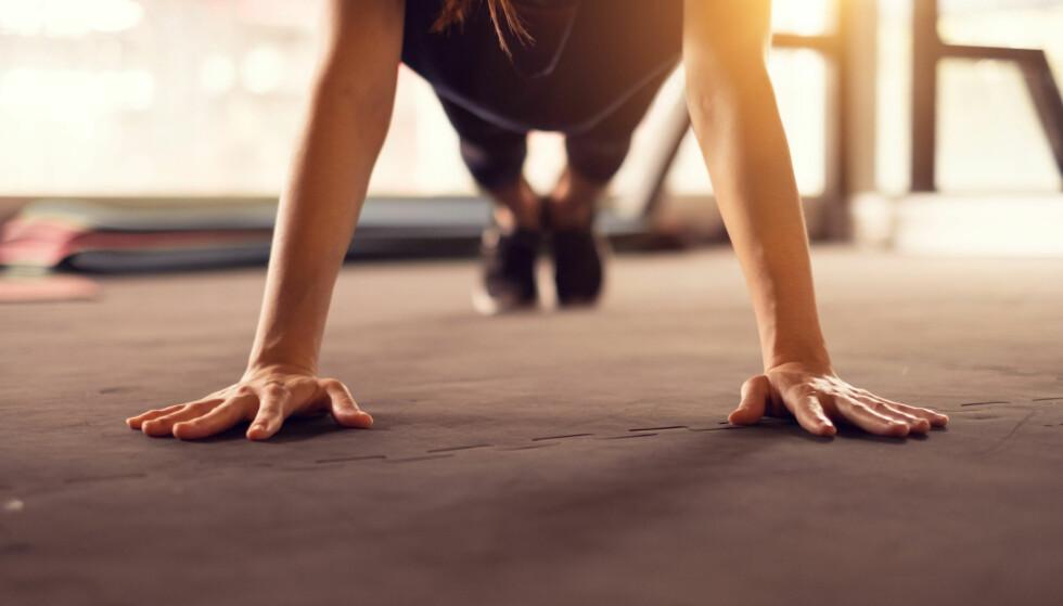 <strong>MAGEØVELSER:</strong> Veltrent mage? Da bør du ikke trene mage mer enn tre ganger i uken. Foto: NTB scanpix