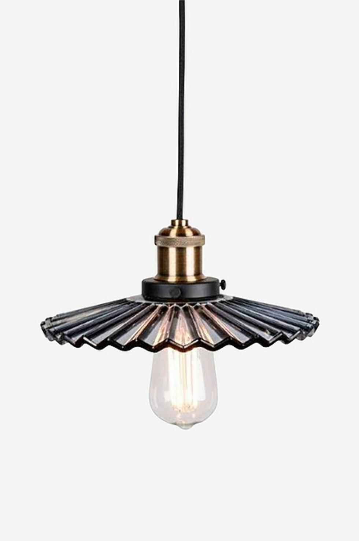 <strong>Lampe fra Globen Lighting  1129,-  https:</strong>//www.ellos.no/globen-lighting/taklampe-mini-cobbler/1524084-02