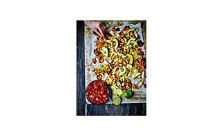 Nachos av søtpoteter med kylling, mais og salsa