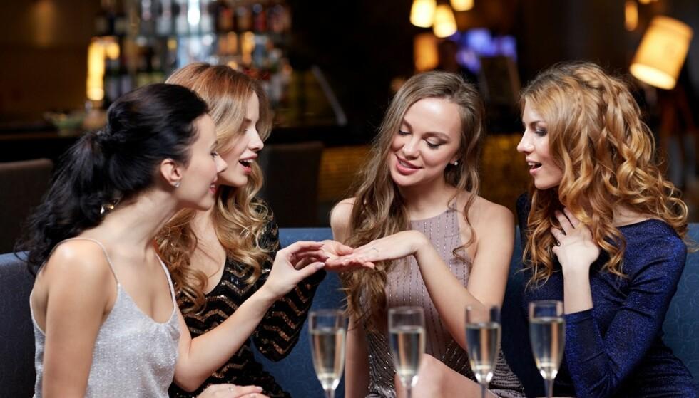 LYVER OM FORHOLD: Kvinner lyver oftere enn menn om hvor lykkelig forholdet eller familien er. FOTO: NTB Scanpix