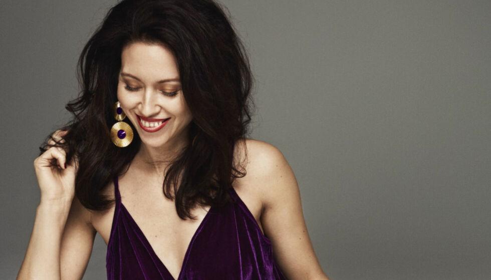 NINA JAREBRINK: Svensk-norske Nina Jarebrink er designeren bak det glamorøse klesmerket Nina Jarebrink of Sweden. Hun er opptatt av at glamour ikke bare hører de spesielle anledninger til. FOTO: Polhem PR