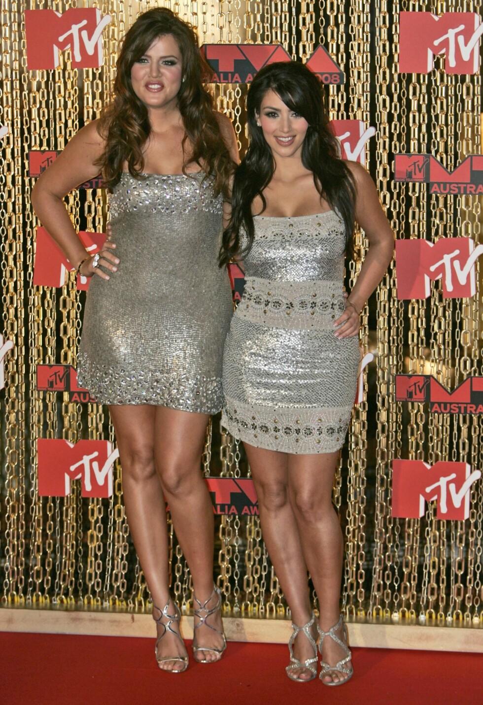 DEN GANG DA: Khloé og Kim Kardashian på rød løper under MTV Australia Awards i Sydney i 2008. Mye har skjedd siden den gang! Foto: NTB Scanpix