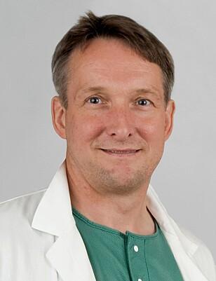 BØR SLANKEOPERERES: Hjörtur Gislason har jobbet med overvektkirurgi i 25 år. Han mener at at personer med sykelig overvekt trenger en slankeoperasjon for å klare å holde vekten nede. FOTO: Privat