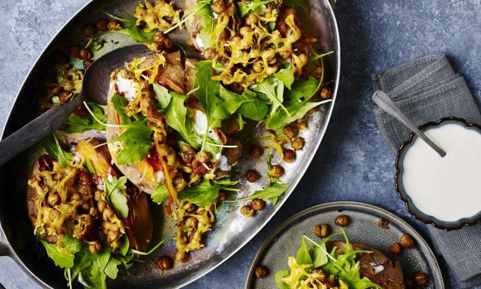FYLT SØTPOTET: Fylte, søte poteter er enkelt å lage og festlig å servere. Både kikerter, poteter og ost gir en god metthetsfølelse. FOTO: Nina Malling