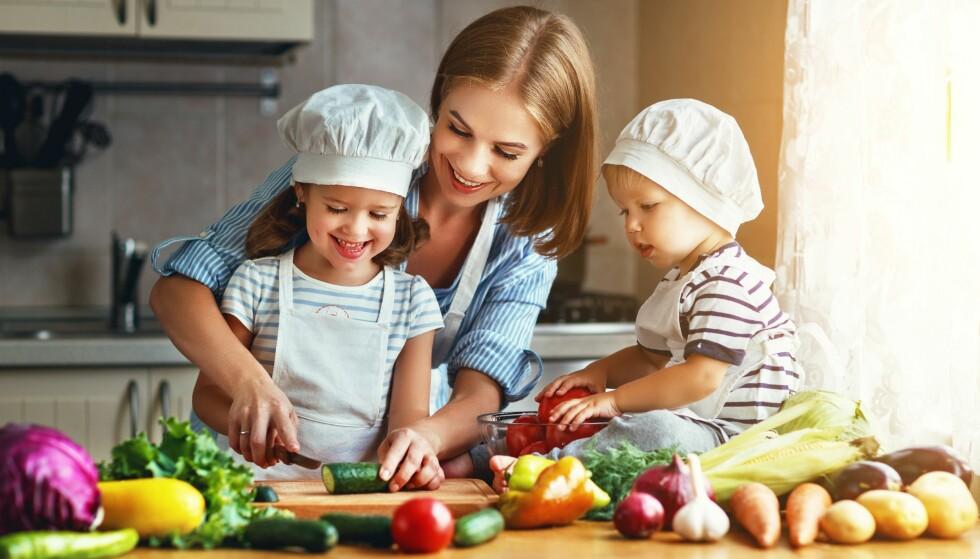 TILRETTELEGG: Mange barn hjelper gjerne til hjemme. FOTO: NTB Scanpix