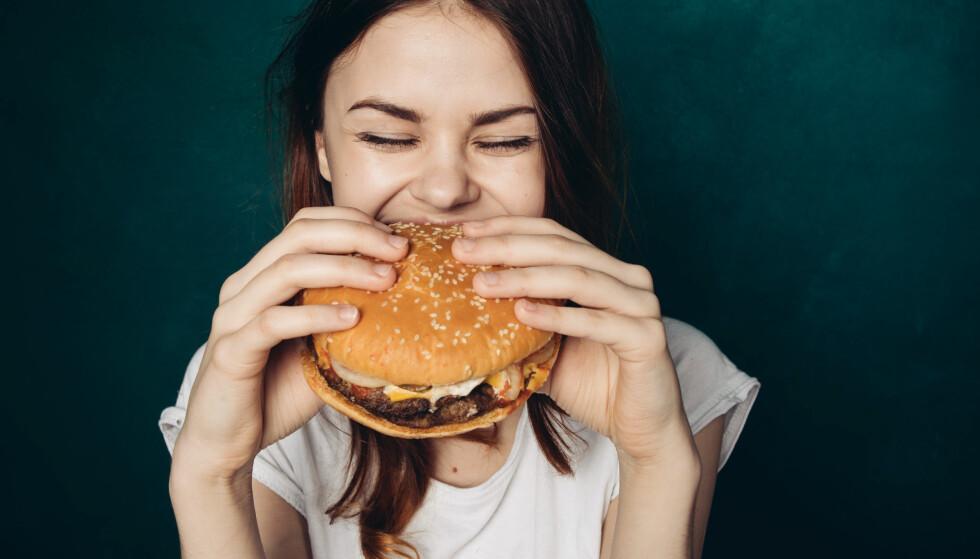 KOLESTEROL: Danske forskere har sett på forskjellen mellom dårlig kolesterol og bra kolesterol, og funnet ut at funnet at det ikke er svart-hvitt. PS: Burger hver dag er fortsatt ikke sunt...(men godt). FOTO: NTB Scanpix