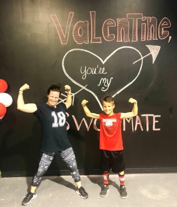 Lyette (t.v.) og sønnen Ransom trente sammen på Valentine's Day. - Han var så søt som pushet meg til å gjennomføre treningen, forteller Lyette til KK. Foto: Privat