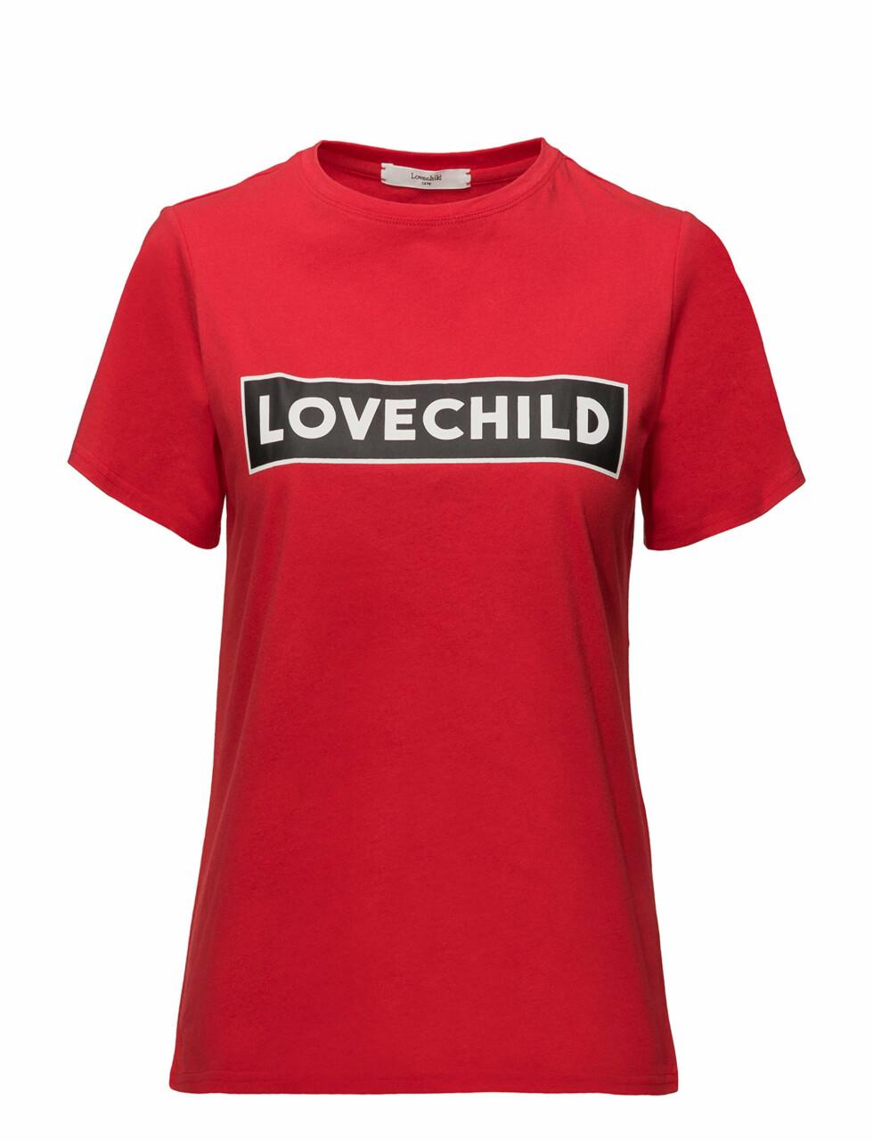 T-skjorte fra Lovechild 1979 |695,-| https://www.boozt.com/no/no/lovechild-1979/alyssa-t-shirt_16898798/16898799?navId=67384&group=listing&position=1000000