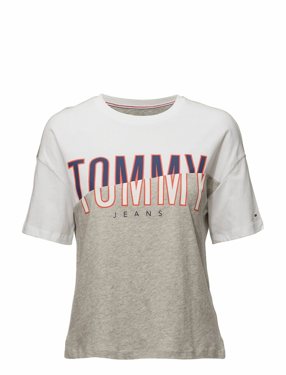 T-skjorte fra Tommy Jeans |550,-| https://www.boozt.com/no/no/tommy-jeans/tjw-cn-t-shirt-s-s-21_15823490/15823494?navId=67384&group=listing&position=1000000