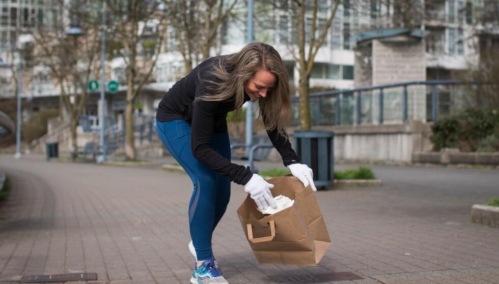 PLOGGING: Å «jogga» og å «plocka» blir til plogging og er vårens store treningstrend. FOTO: PA Photos/NTB Scanpix