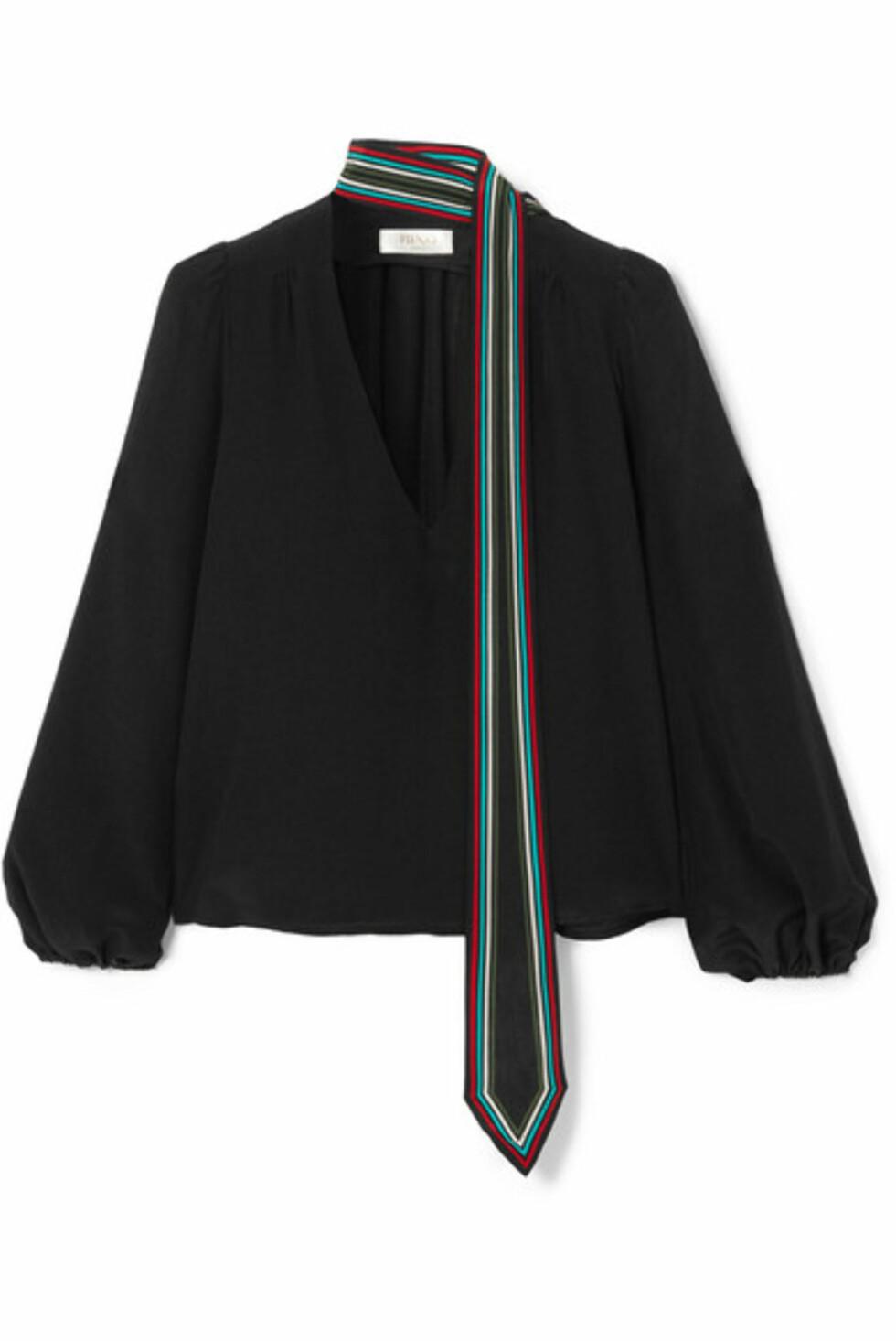 Fra Rixo London |2100,-| https://www.net-a-porter.com/no/en/product/1015264/rixo_london/kate-striped-silk-crepe-de-chine-blouse