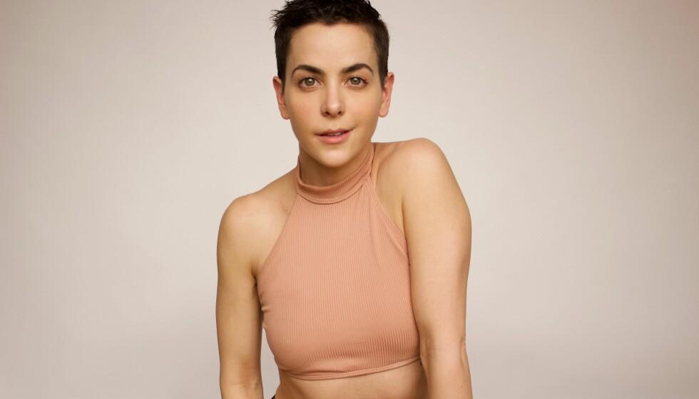 TRENING: New York-treneren Bethany Meyers elsker å trene hjemme i undertøyet. Nå gjør flere tusen kvinner det samme. FOTO: Privat