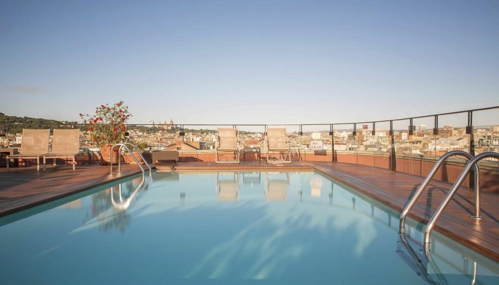 BADEBASSENG: På hotell H 1898 kan du flotte deg på en uteterasse med servering og basseng.