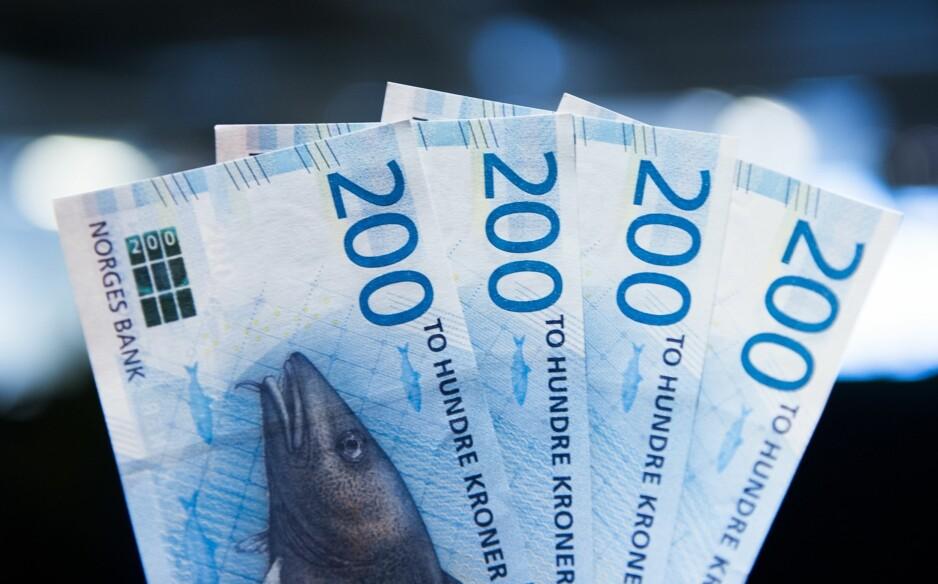KONFIRMASJONSGAVE: Det er store pengebeløp som skal skifte eier i løpet av noen hektiske konfirmasjonshelger i mai. FOTO: NTB Scanpix